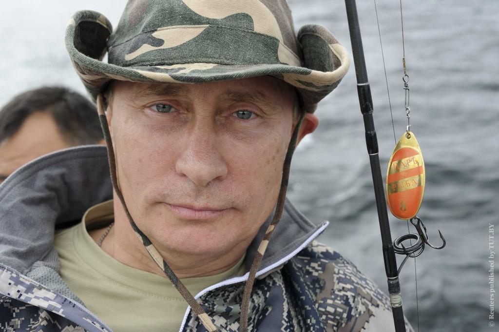 Путин на рыбалке в красноярске: Владимир Путин поймал щуку весом 21 килограмм.  Picture taken July 20, 2013. REUTERS/Alexei Nikolskyi/RIA Novosti/Kremlin