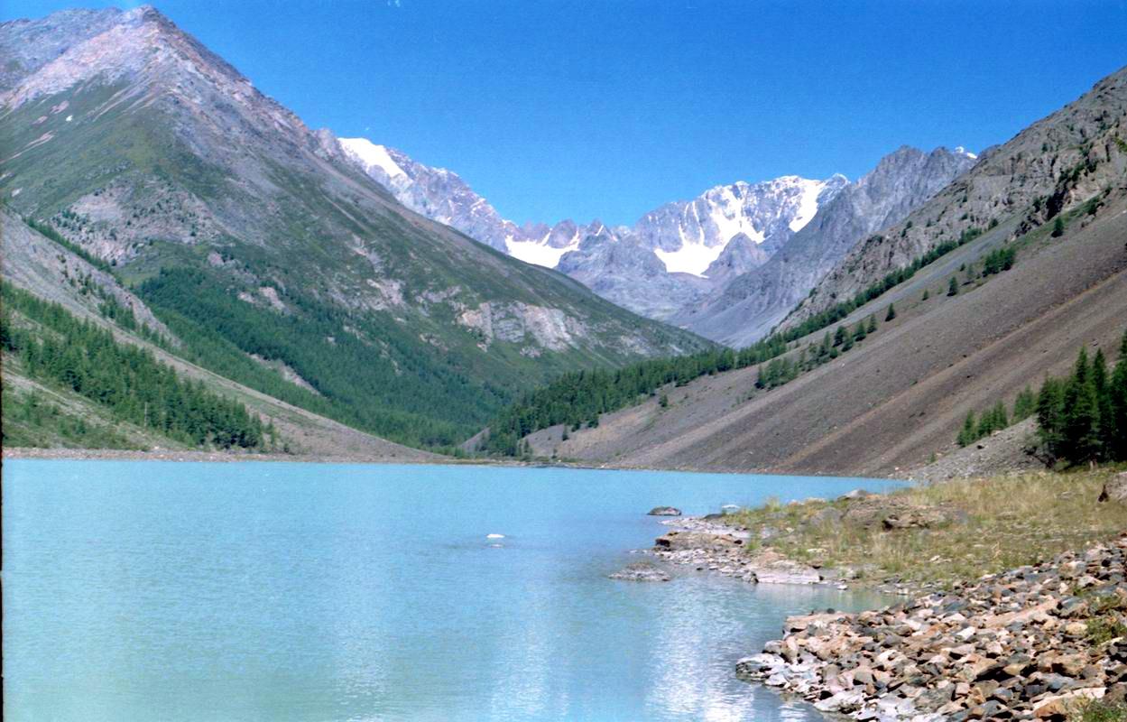 Сонкёль (Киргизия) —  крупное высокогорное озеро, расположенное в котловине между внутренними отрогами горной системы Тянь-Шань. Оно является объектом экологического туризма, на его побережье находится заповедная зона и девственные пастбища. Ближайшим крупным населенным пунктом является поселок Чаек.