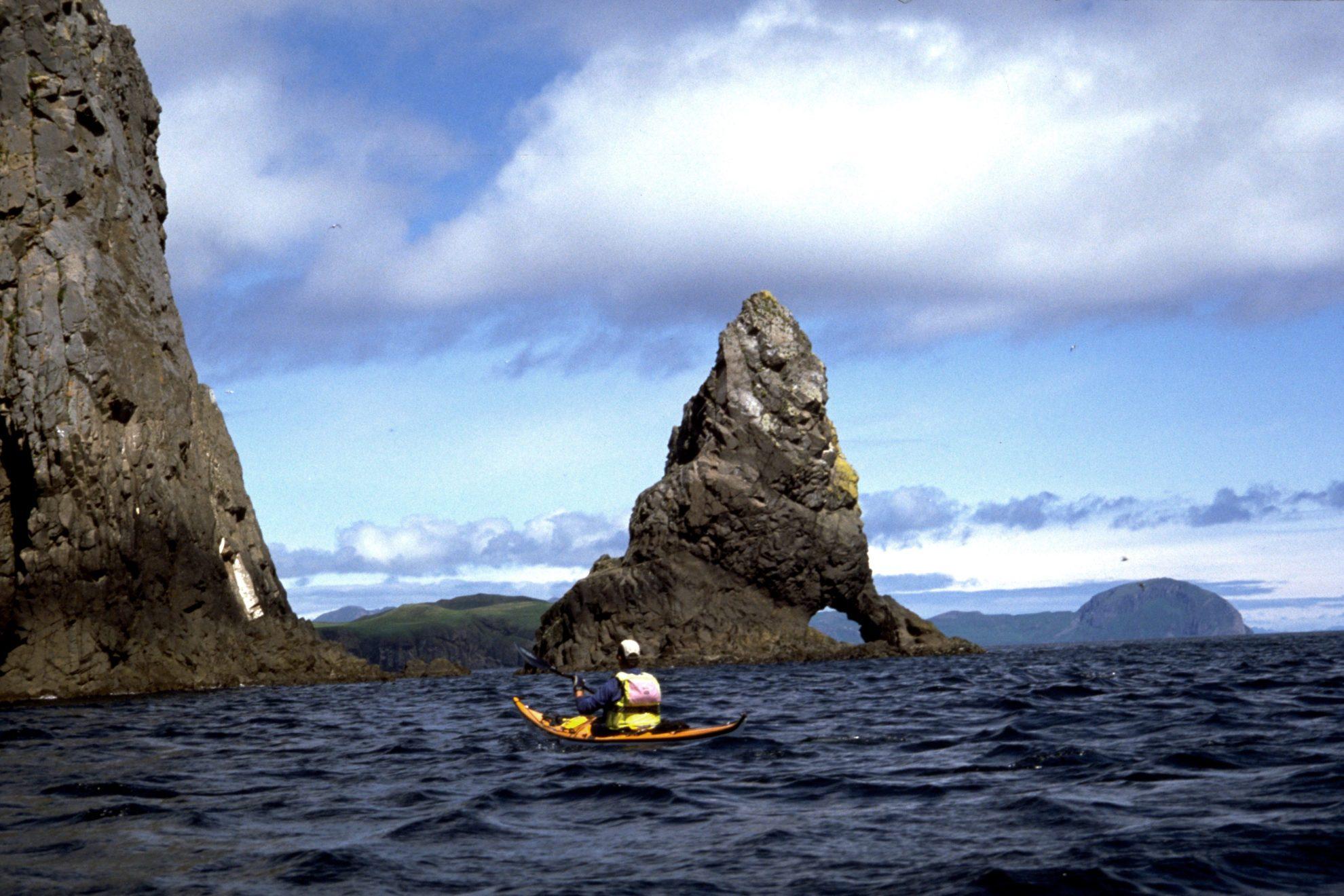 Острова Шумагина, названные в честь матроса, умершего от цинги и похороненного там.