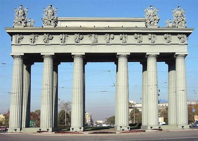 осковские триумфальные ворота в Петербурге, сооруженные в честь победы в русско-турецкой войне 1828-1829 годов. Построены по проекту В.П. Стасова в 1834-1838 годах.