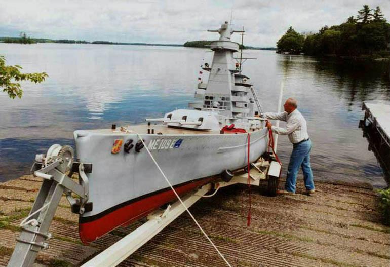 Модель «Адмирала графа Шпее» готова к спуску на воду