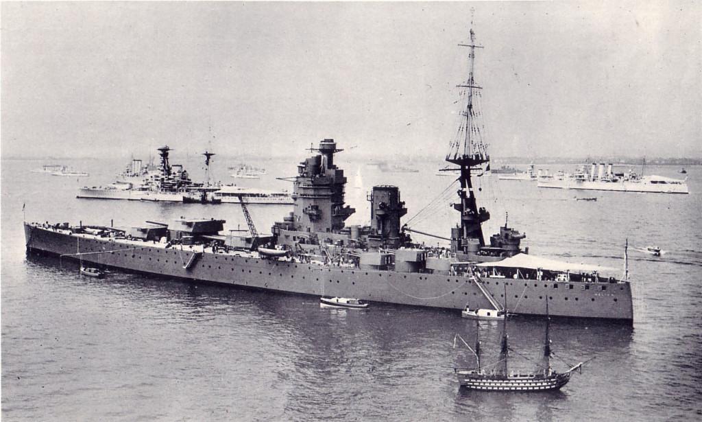 Мини-«Виктори» и линкор «Нельсон», 1930-е гг.
