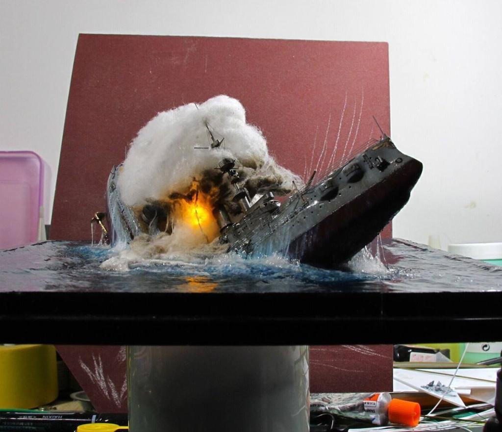 Взрыв корабля подсвечен лампочкой