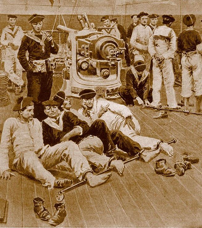 На рубеже XIX-XX веков во французском флоте практиковалось временное заковывание в прикреплённые к металлическому стержню кандалы
