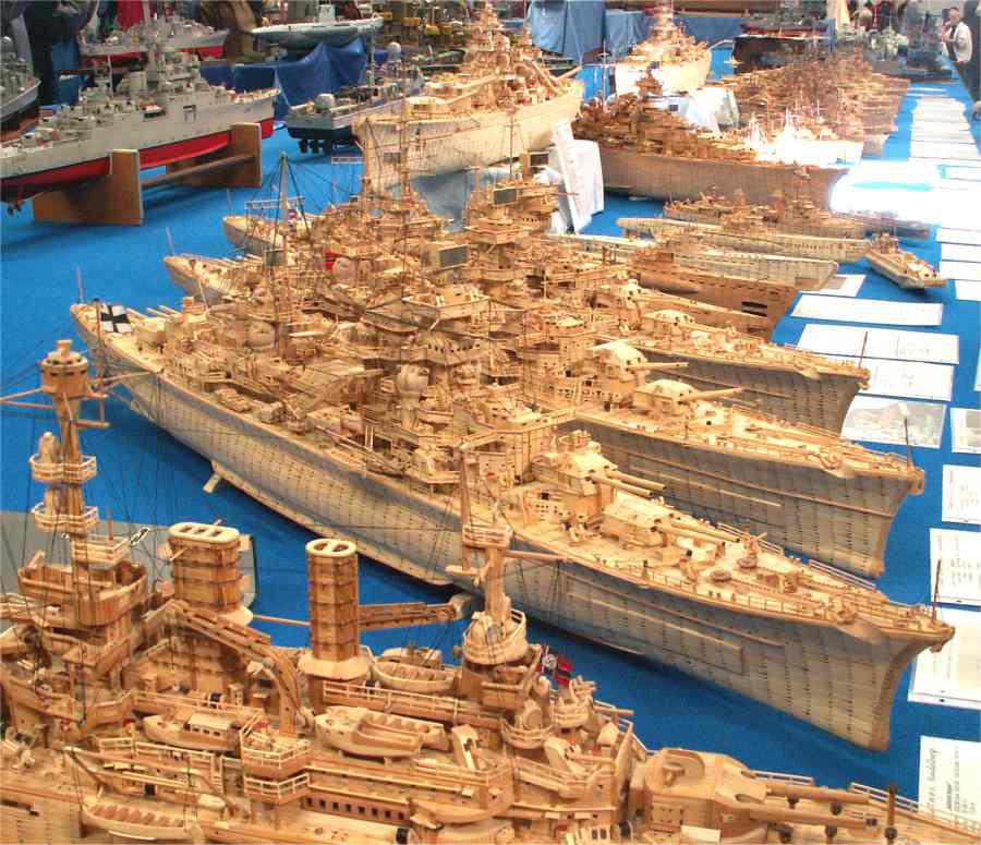 Экспозиция моделей кораблей, изготовленных из спичек