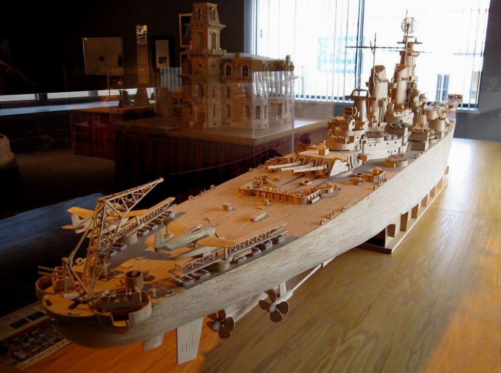 Эта модель линкора «Айова» («Iowa») сделана из 80 000 спичек