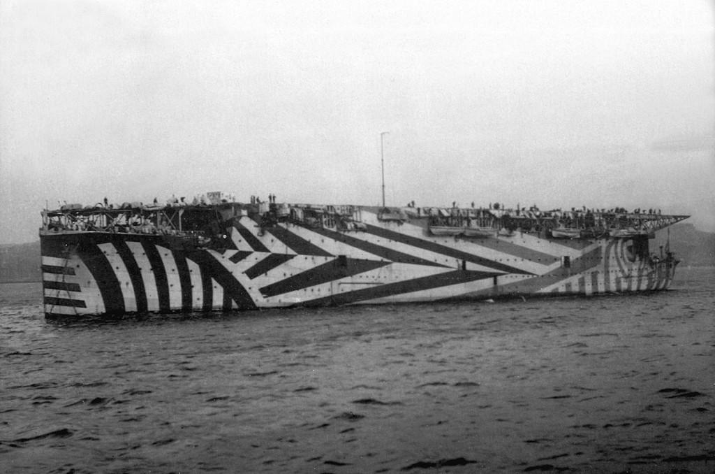 Первый в мире классический авианосец - британский «Argus» в камуфляже, 1918 г.