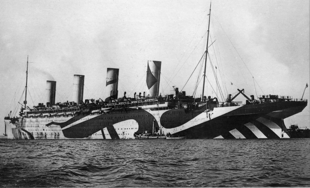 Транспорт «Olympic». В годы Первой мировой войны родной брат знаменитого «Titanic'а» использовался в для перевозки войск и нёс камуфляжную окраску