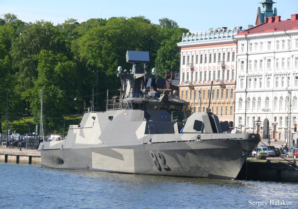 Пример современного морского камуфляжа - окраска ракетного корабля на воздушной подушке «Самум» (вверху) и финского ракетного катера «Hanko»