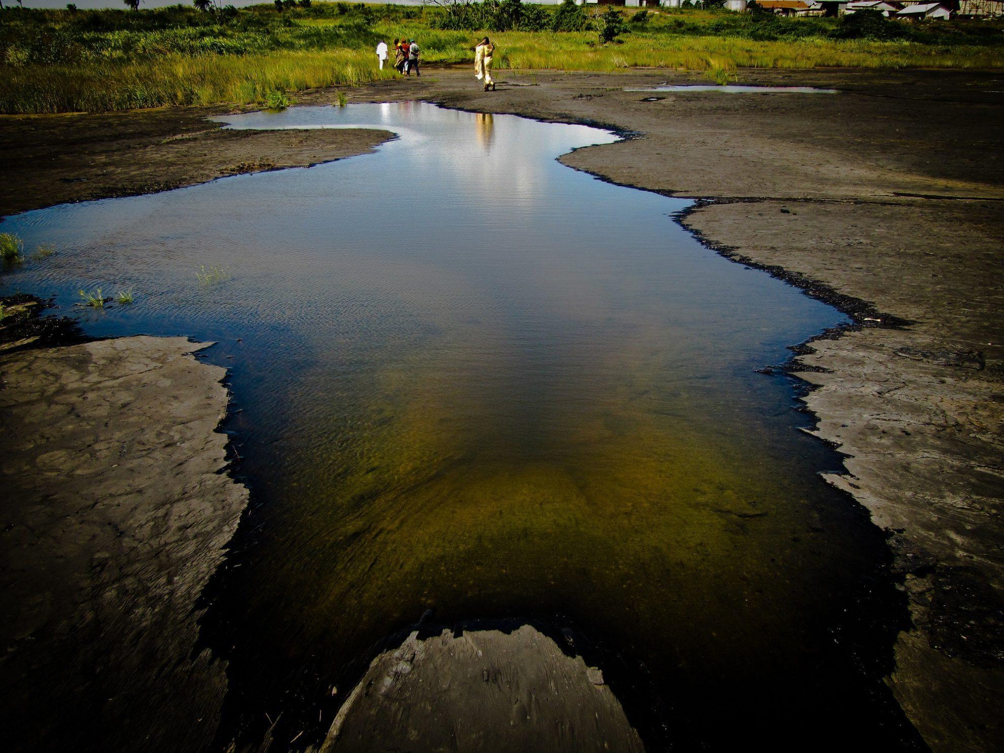 Природный феномен - асфальтовое озеро Пич-Лейк в Тринидаде