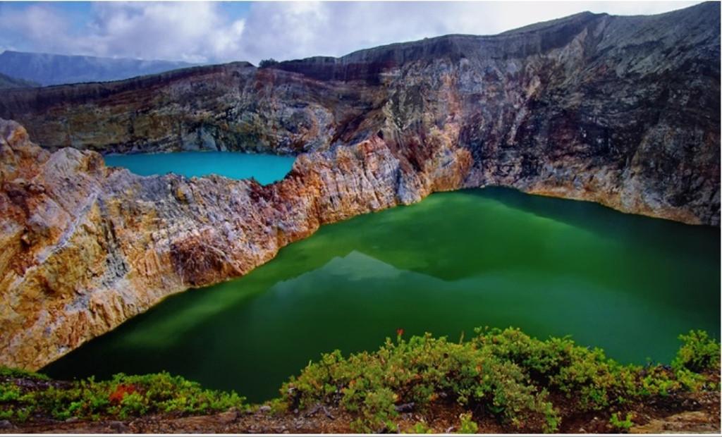 Цветные озера Келимуту в Индонезии