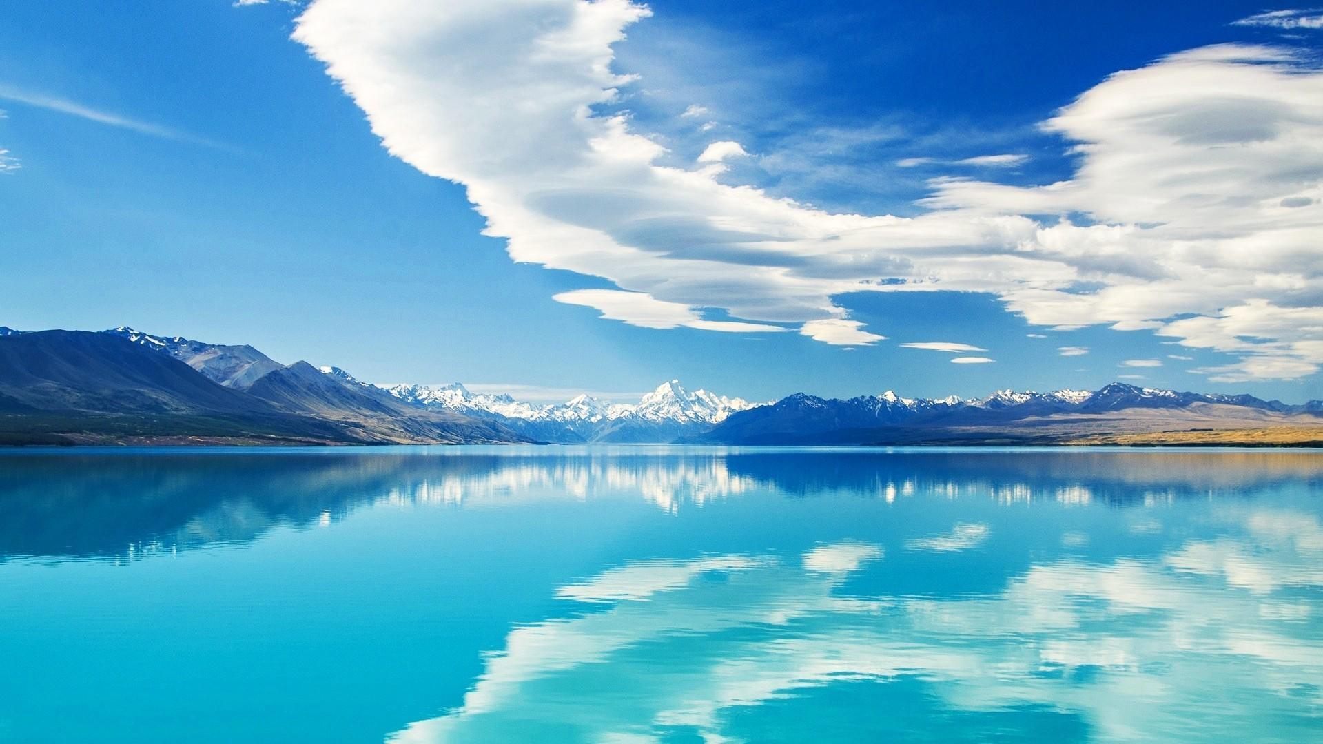 Умиротворяющие голубые воды Пукаки в Новой Зеландии.