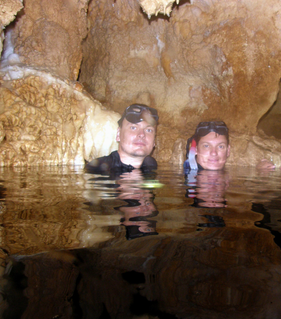 Передышка в одном из воздушных карманов пещеры Канделябров