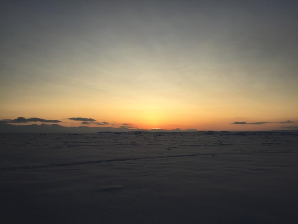Рассвет 25 февраля на Земле Александры. Фото - Игорь Котрехов