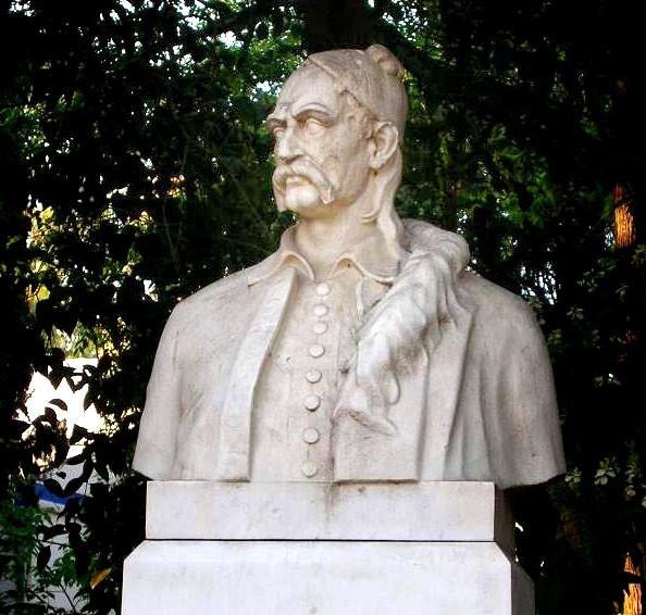 Бюст Петра Мавромихали – лидера мятежа, а в прошлом героя освободительной войны
