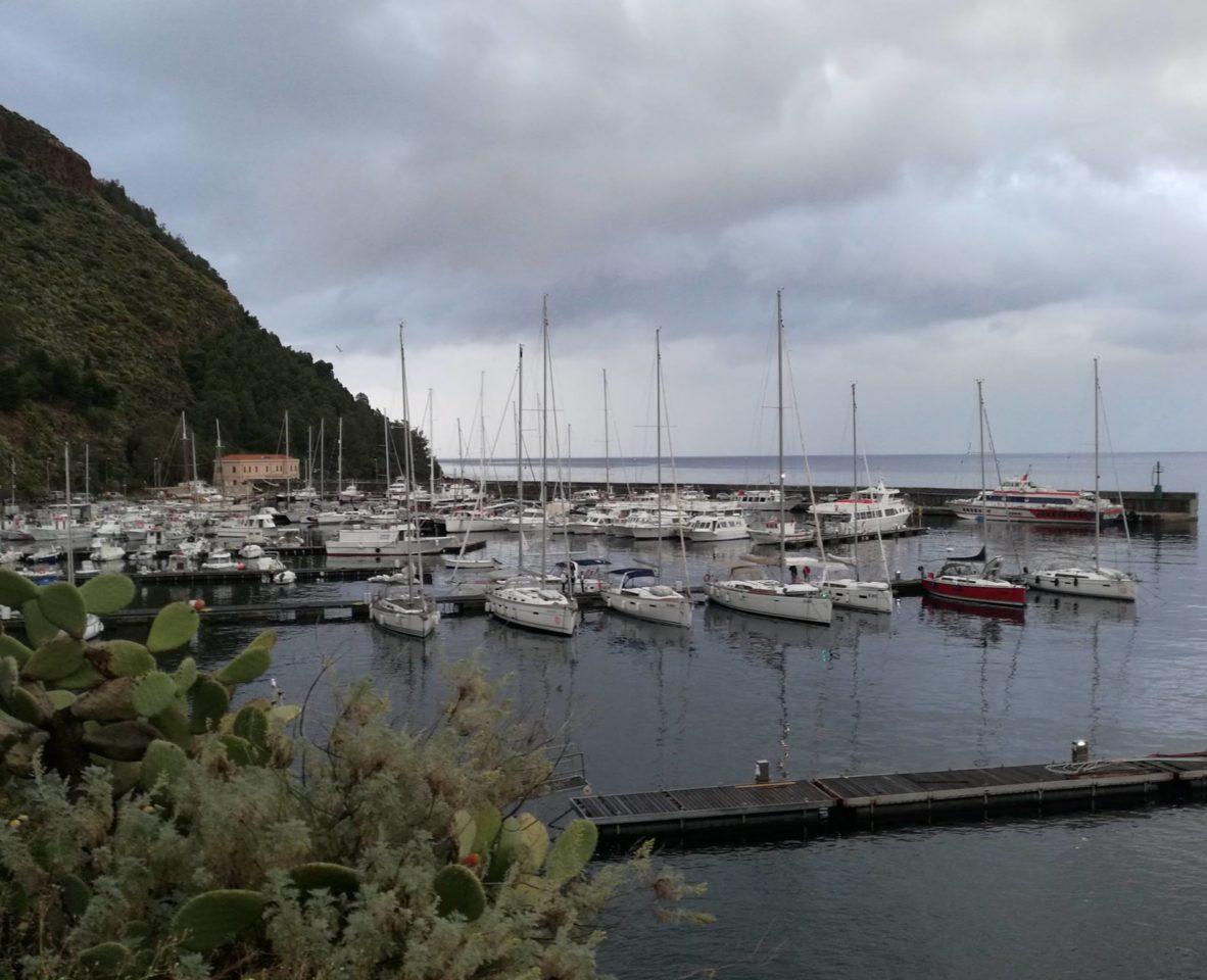Марина  Porto Pignataro. остров Липари. Сицилия . Фото: Андрей Подколзин