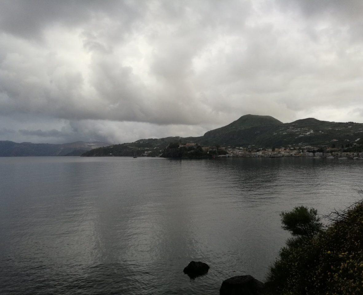 Погода на день открытия регаты не баловала солнцем. Марина  Porto Pignataro. остров Липари. Сицилия . Фото: Андрей Подколзин