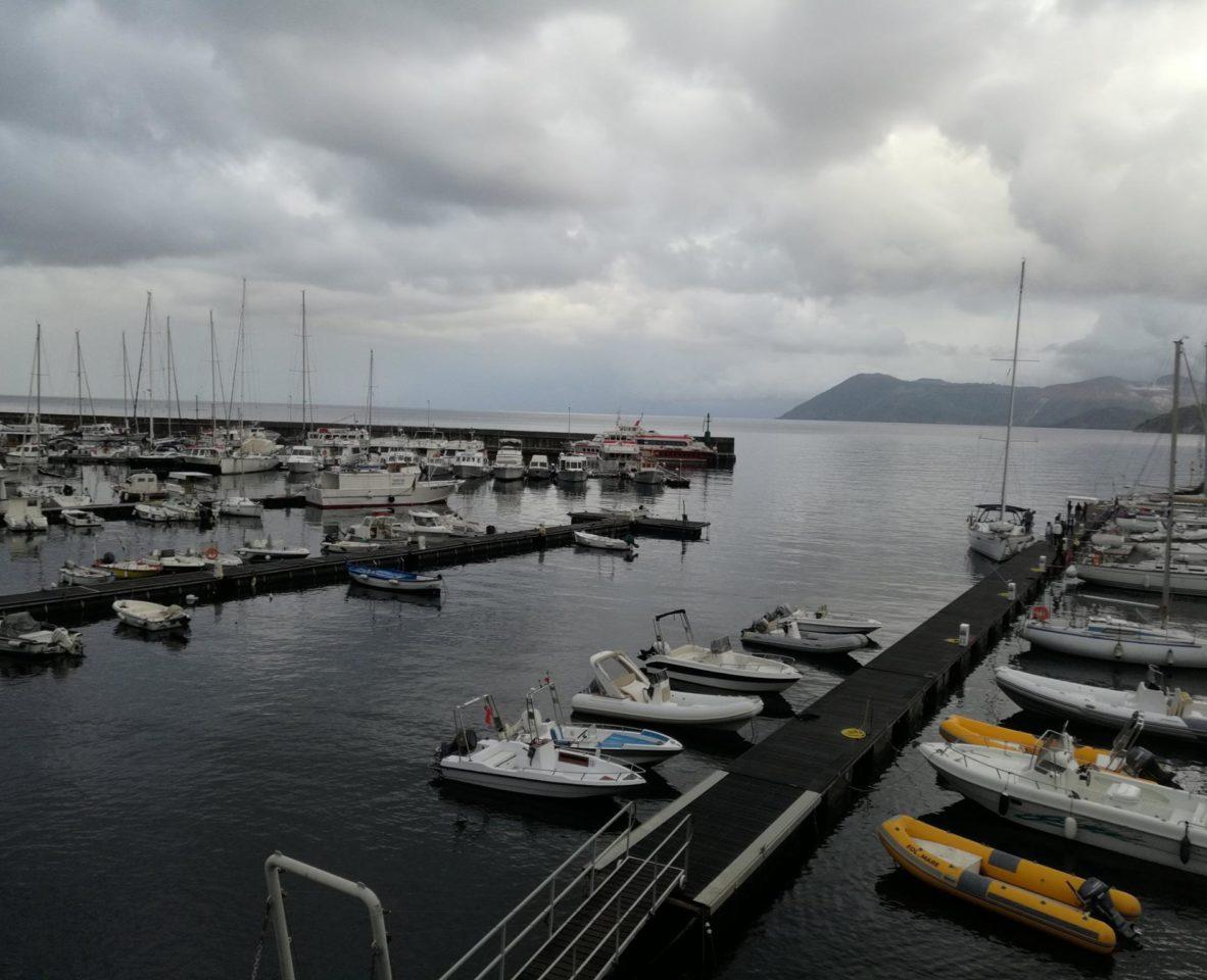 Марина  Porto Pignataro, самое надежно защищенное убежище для судов от непогоды на  остров Липари. Сицилия .Фото: Андрей Подколзин