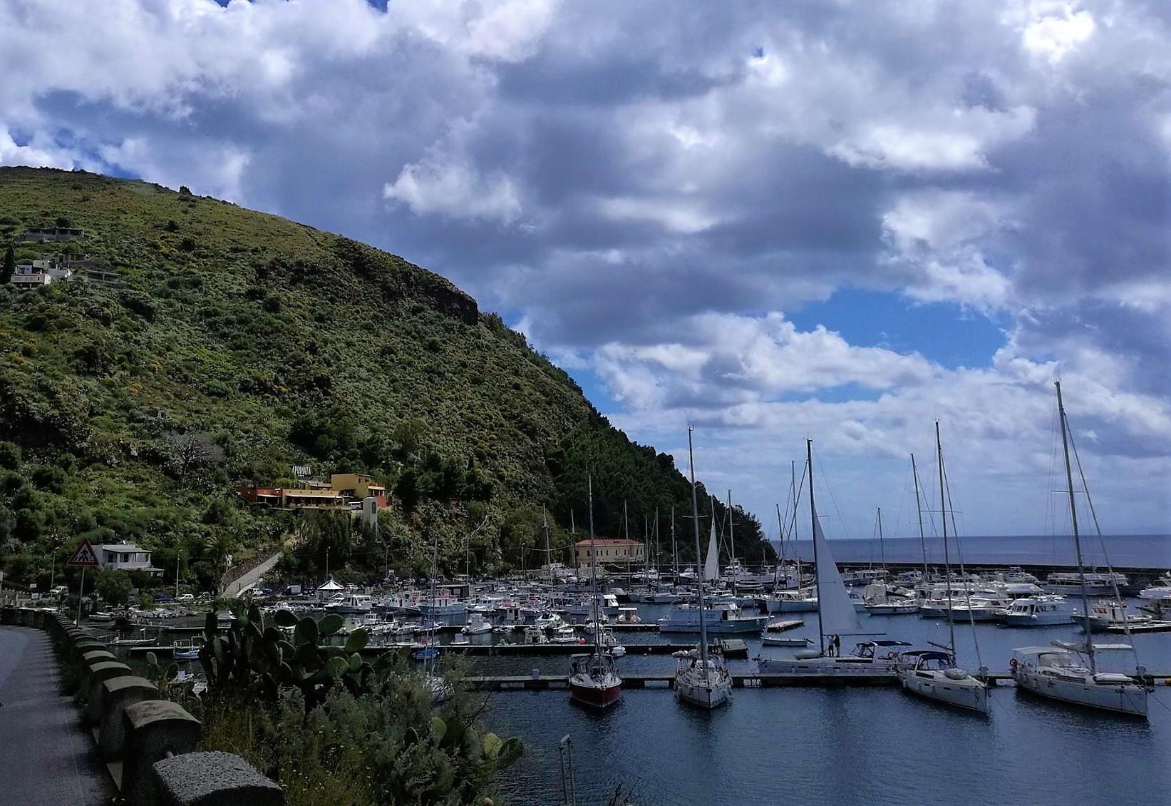 Марина острова Липари. Сицилия. регата OML 216. Фото А. Подколзин
