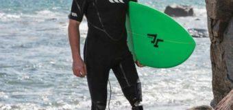Заниматься серфингом даже с протезом. История Колина Кука, потерявшего ногу после встречи с акулой