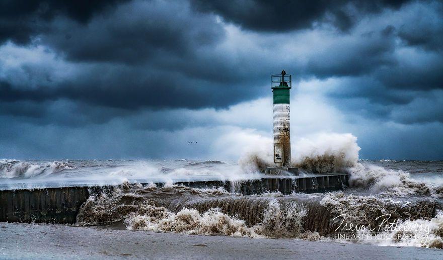 Фотографии маяка в разное время года