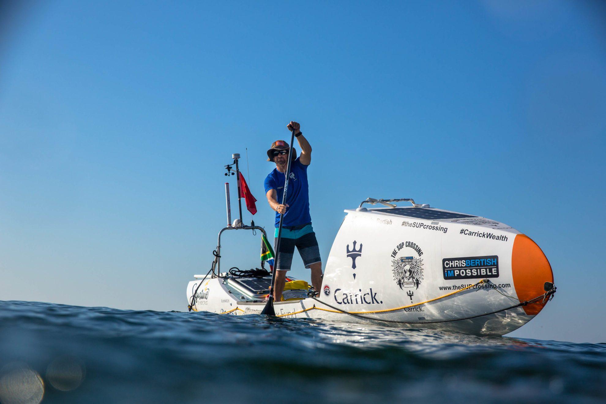 Серфер пересек Атлантический океан на доске с веслом