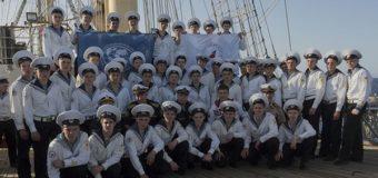 """Парусное учебное судно """"Надежда"""" у берегов Мальты."""