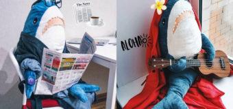"""Компания IKEA запустила фотосериал о жизни плюшевой акулы """"Блохэй"""""""