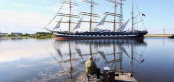 """Фото дня: """"Крузенштерн"""" вошел в порт Калининграда"""