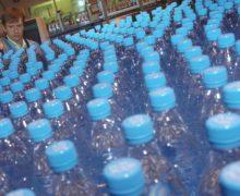 Микрочастицы пластика содержатся в 90% бутилированной воды