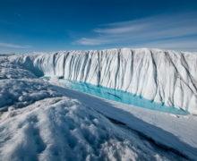 В Гренландии в море сошел гигантский кусок льда размером с Париж