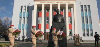В Архангельске открыли памятник академику Николаю Лаверову