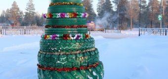Волонтеры Ямала собирают экологичные елки из покрышек и картона