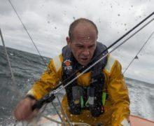 Vendee Globe: участник кругосветной регаты вынужденно провел полдня в открытом море