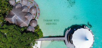 Мальдивский курорт написал на дне благодарность из кораллов