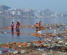 Экологи подсчитали количество пластика в реке Ганг