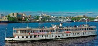 """Единственный в России колесный пароход """"Н.В. Гоголь"""" открыл 110-ю навигацию"""